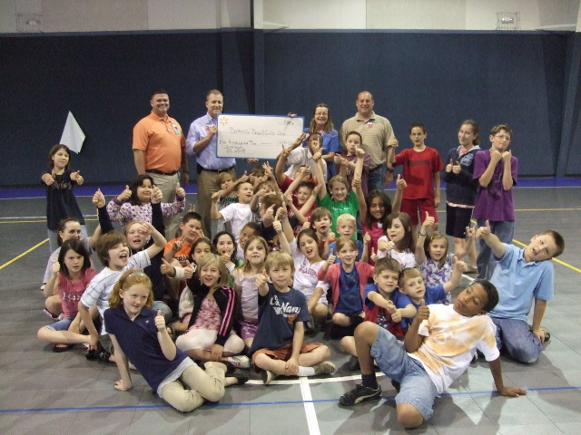 Walmart DC#6008 shows support for Boys and Girls Club of Benton County/Bella Vista Club by providing volunteer time and a $500 donation